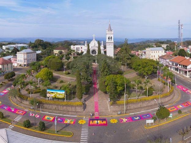 Corpus Christi encanta a todos em Cotiporã