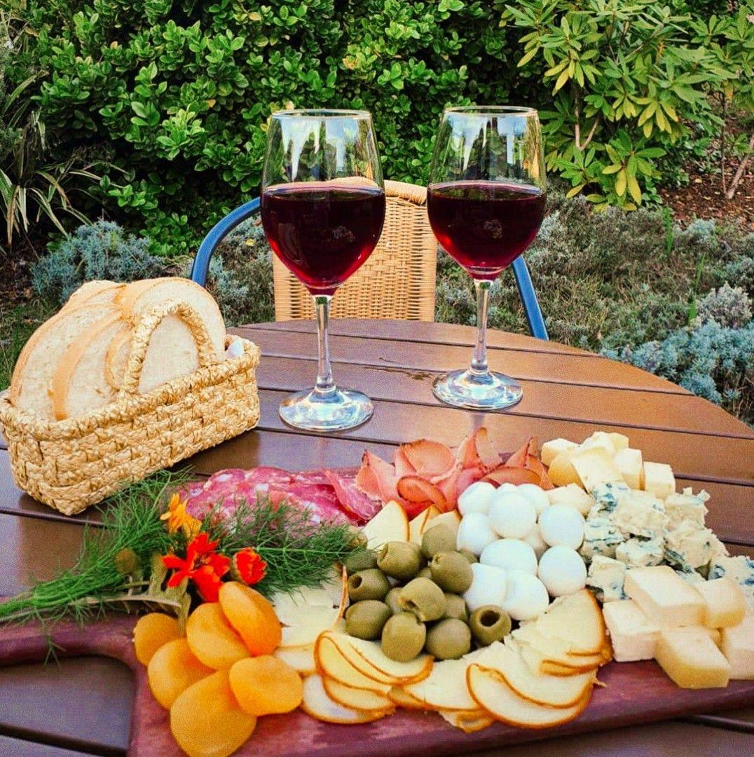 Muito além das vinícolas, vindima mobiliza a região